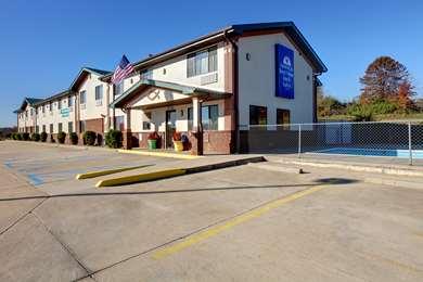 Pet Friendly Americas Best Value Inn and Suites Cassville/Roaring River in Cassville, Missouri