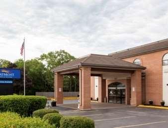 Pet Friendly Baymont Inn & Suites Mundelein Libertyville Area in Mundelein, Illinois
