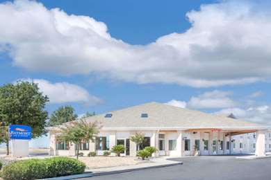 Pet Friendly Baymont Inn & Suites Willows in Willows, California