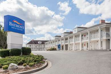 Pet Friendly Baymont Inn and Suites Hickory in Hickory, North Carolina