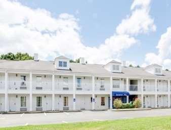 Pet Friendly Baymont Inn and Suites Ozark in Ozark, Alabama