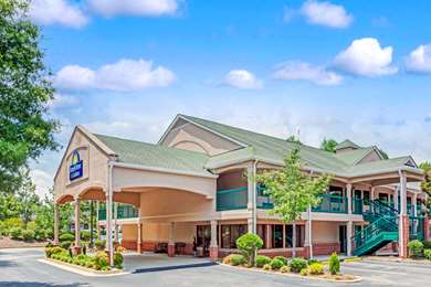 Pet Friendly Days Inn And Suites Peachtree City in Peachtree City, Georgia