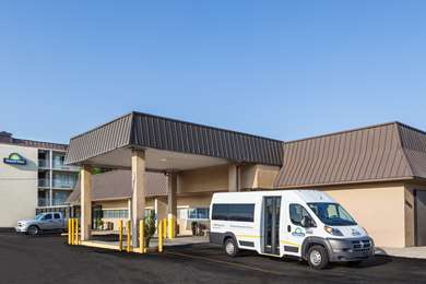 Pet Friendly Days Inn New Orleans Airport in Kenner, Louisiana