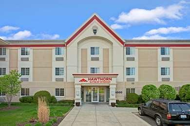 Pet Friendly Hawthorn Suites by Wyndham Northbrook Wheeling in Wheeling, Illinois