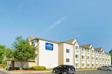 Pet Friendly Microtel Inn & Suites by Wyndham Roseville/Detroit Area in Roseville, Michigan