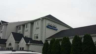 Pet Friendly BridgePointe Inn & Suites in Northwood, Ohio