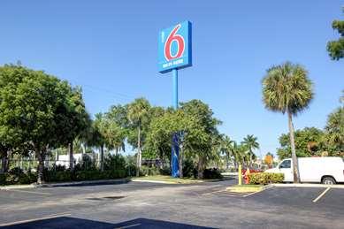 Pet Friendly Motel 6 Lantana in Lantana, Florida