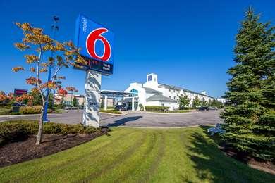 Pet Friendly Motel 6 Toronto - Mississauga in Mississauga, Ontario