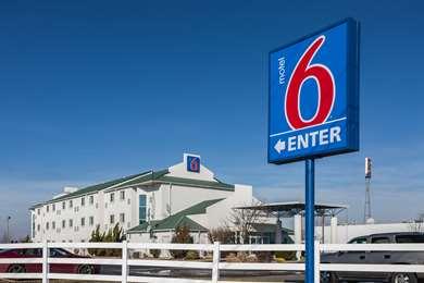Pet Friendly Motel 6 Dale in Dale, Indiana
