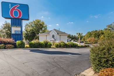 Pet Friendly Motel 6 Greenville - Simpsonville in Simpsonville, South Carolina