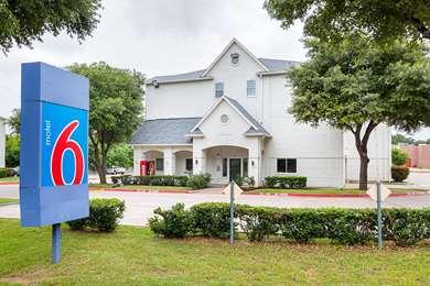 Pet Friendly Motel 6 Grand Prairie - Near Six Flags Drive in Grand Prairie, Texas