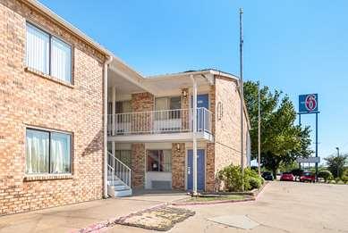 Pet Friendly Motel 6 Dallas - Red Oak in Red Oak, Texas