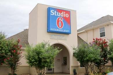 Pet Friendly Studio 6 Lubbock Medical Center in Lubbock, Texas