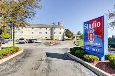 Pet Friendly Studio 6 Indianapolis - Fishers in Fishers, Indiana