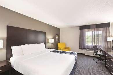 Pet Friendly La Quinta Inn & Suites Milwaukee Delafield in Delafield, Wisconsin