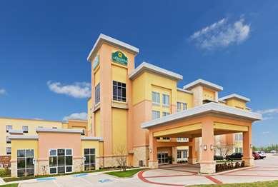 Pet Friendly La Quinta Inn & Suites Burleson in Burleson, Texas
