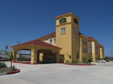 Pet Friendly La Quinta Inn & Suites Orange in Orange, Texas