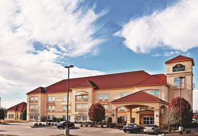 Pet Friendly La Quinta Inn & Suites Eastland in Eastland, Texas