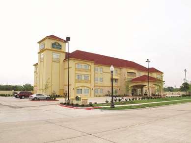 Pet Friendly La Quinta Inn & Suites Ennis in Ennis, Texas