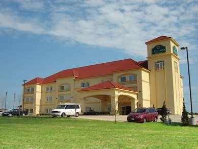 Pet Friendly La Quinta Inn & Suites Bridgeport in Bridgeport, Texas