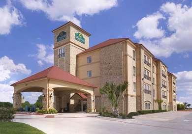 Pet Friendly La Quinta Inn & Suites Dallas Grand Prairie South in Grand Prairie, Texas