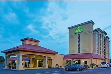 Pet Friendly La Quinta Inn & Suites Hickory in Conover, North Carolina