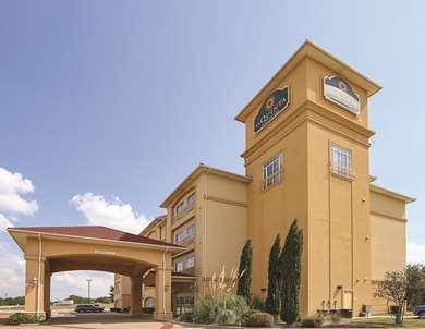 Pet Friendly La Quinta Inn & Suites Dallas - Hutchins in Hutchins, Texas