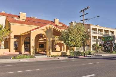 Pet Friendly La Quinta Inn & Suites San Francisco Airport West in Millbrae, California
