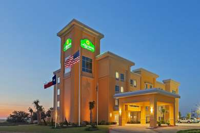 Pet Friendly La Quinta Inn & Suites Pearsall in Pearsall, Texas