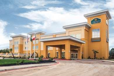Pet Friendly La Quinta Inn & Suites Cotulla in Cotulla, Texas