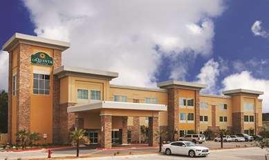 Pet Friendly La Quinta Inn & Suites Beeville in Beeville, Texas