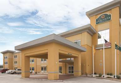 Pet Friendly La Quinta Inn & Suites Artesia in Artesia, New Mexico