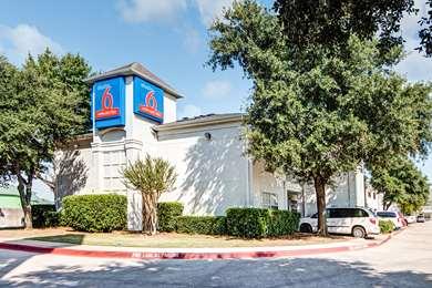 Pet Friendly Studio 6 Dallas - South Arlington in Arlington, Texas