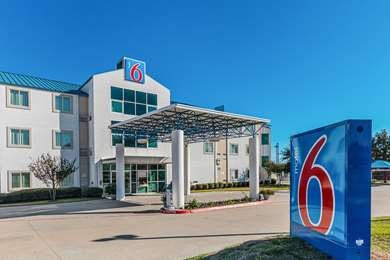 Pet Friendly Motel 6 Ft Worth - Benbrook in Benbrook, Texas
