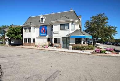 Pet Friendly Motel 6 Milwaukee West - Brookfield in Brookfield, Wisconsin
