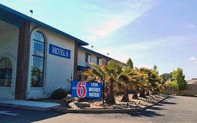 Pet Friendly Motel 6 Cameron Park in Cameron Park, California