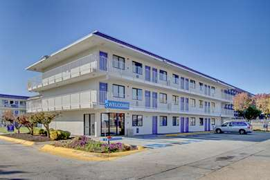 Pet Friendly Motel 6 Washington Dc - Capitol Heights in Capitol Heights, Maryland