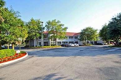 Pet Friendly Studio 6 Ft Lauderdale - Coral Springs in Coral Springs, Florida