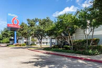 Pet Friendly Studio 6 Dallas Northwest in Dallas, Texas