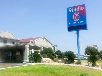 Pet Friendly Studio 6 Del Rio in Del Rio, Texas