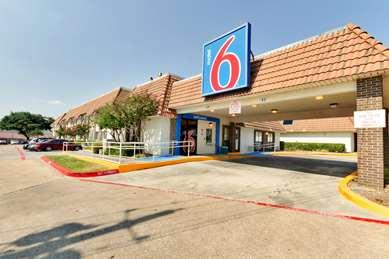 Pet Friendly Motel 6 Dallas - Duncanville in Duncanville, Texas