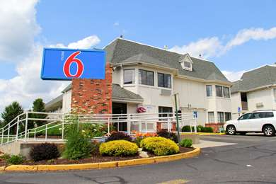 Pet Friendly Motel 6 Hartford - Enfield in Enfield, Connecticut