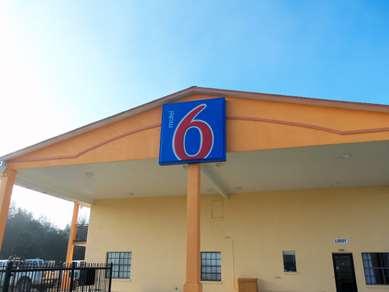 Pet Friendly Motel 6 Giddings, Tx in Englewood, Florida