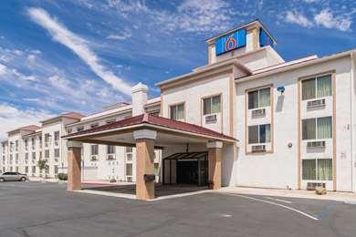 Pet Friendly Motel 6 Hesperia in Hesperia, California