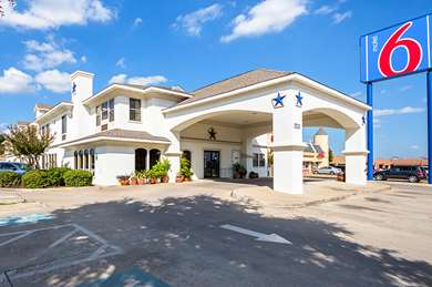 Pet Friendly Motel 6 Dallas - Dfw Airport South in Irving, Texas