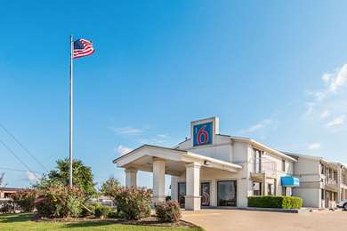 Pet Friendly Motel 6 Dallas-Desoto-Lancaster in Lancaster, Texas