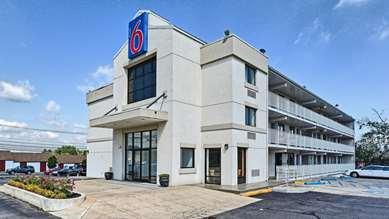 Pet Friendly Motel 6 Philadelphia - Mt. Laurel NJ in Maple Shade, New Jersey