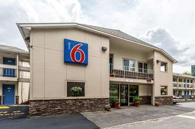 Pet Friendly Motel 6 Mcminnville in Mcminnville, Oregon