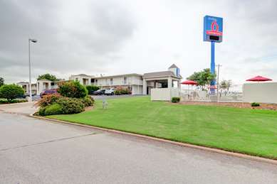 Pet Friendly Studio 6 Oklahoma City - Midwest City in Midwest City, Oklahoma