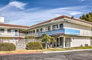 Pet Friendly Motel 6 Mojave in Mojave, California